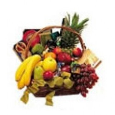 Super canasta de frutas de estación acompañadas de quesos, galletas chocolates y vino