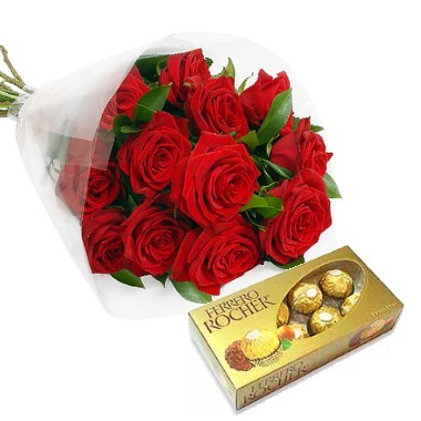Bouquet de 12 rosas con chocolates