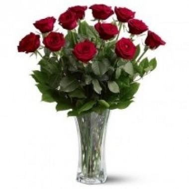 Florero con 12 rosas