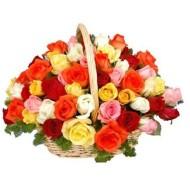 Cesta con 50 rosas mixtas