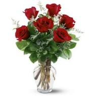 Arreglo de seis rosas en florero