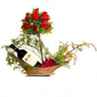 Canasta con rosas y vino