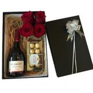 Caja de Regalo con rosas. Solo para Santiagp