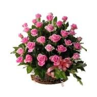 Cesta con 50 rosas